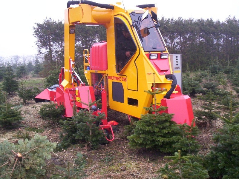 Christmas Tree Sprayer.Christmas Tree Tractor Damcon